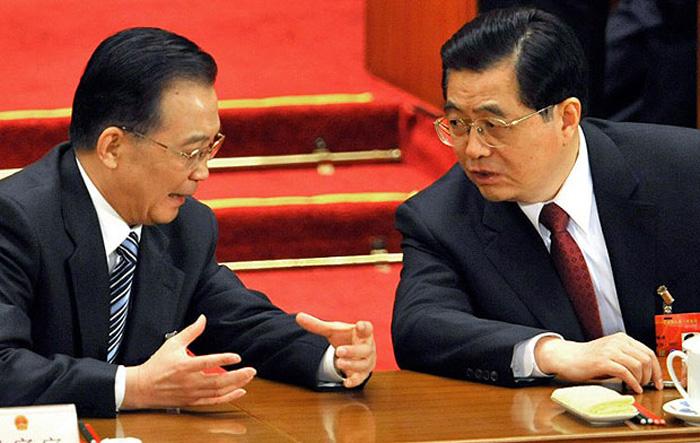 Trong các thường ủy Bộ Chính trị, người thật sự có thể bắt tay với Hồ Cẩm Đào chỉ có Ôn Gia Bảo.