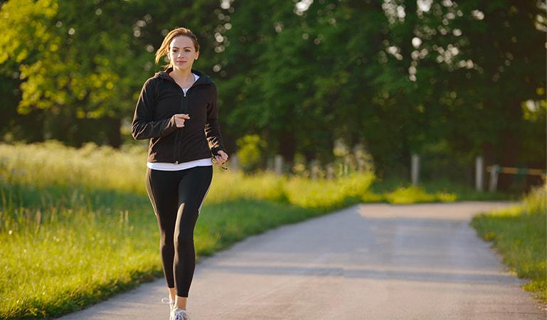 Duy trì thói quen vận động tập thể dục có thể hỗ trợ giúp dương khí vận hành đầy đủ tới tứ chi.
