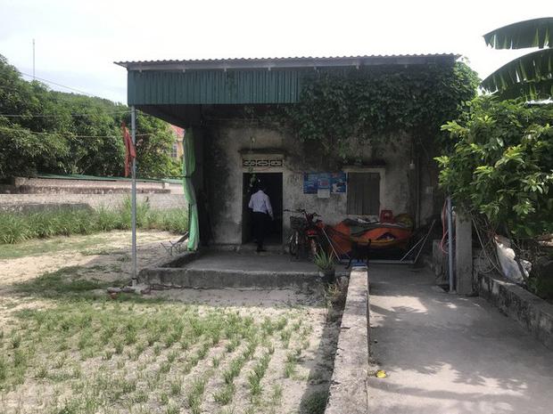 Căn nhà nhỏ chật hẹp nơi hai mẹ con sinh sống.