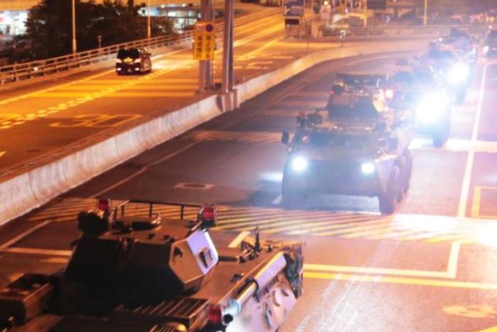 Quân đội Trung Quốc đã luân chuyển một loạt quân mới vào Hong Kong giữa lúc các cuộc biểu tình đang làm rung chuyển thành phố này.