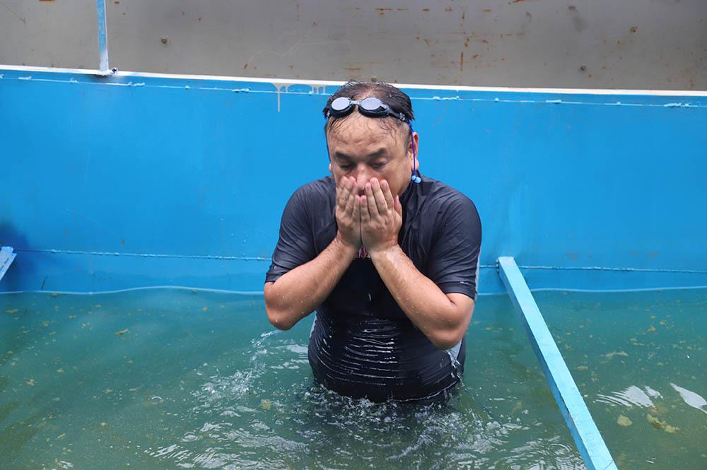Ông Kubo Jun thậm chí còn rửa mặt tại sông Tô Lịch.