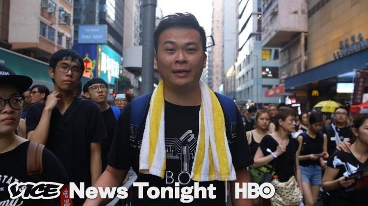 Anh Ricky Chui Yat Sing, người đã từ bỏ sự nghiệp cảnh sát để đứng về phía người biểu tình ủng hộ dân chủ. (Ảnh qua Vice News)