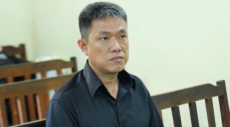 Họa sĩ Lê Linh tại tòa sáng 3/9. (Ảnh qua Zing)