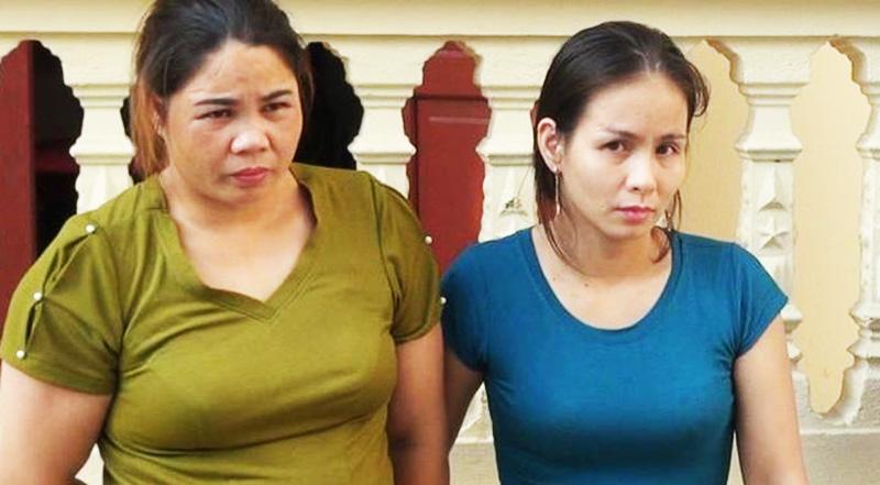 """Lê Thị Phượng (bên phải) một trong những kẻ cầm đầu đường dây trộm chó bị khởi tố, bắt tạm giam 3 tháng để điều tra về tội """"Trộm cắp tài sản"""". (Ảnh qua laodong)"""