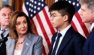 Chủ tịch Hạ viện Hoa Kỳ, bà Nancy Pelosi và nhà hoạt động dân chủ Hong Kong Joshua Wong tại Washington D.C 18/9/2019.