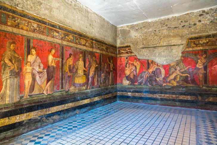 Pompeii từng là một thành phố nghỉ dưỡng thịnh vượng với gần 15.000 cư dân sinh sống, nằm gần thành phố Naples ngày nay.
