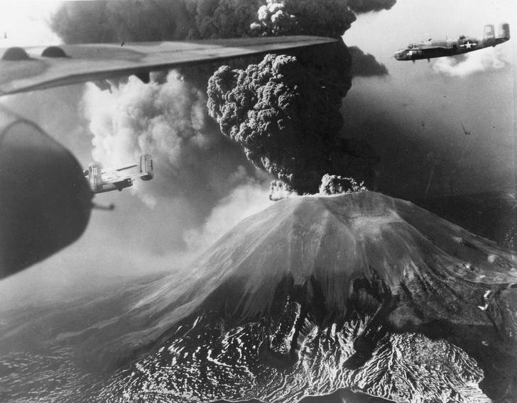Lần phun trào cuối cùng của núi Vesuvius là vào tháng 3 năm 1944, trong Thế chiến II