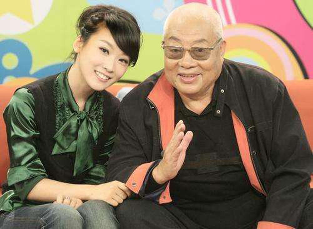 Hình ảnh hiếm hoi của Chu Long Quảng và con gái. Dù ít chia sẻ nhưng nhiều nguồn tin cho biết ba cô con gái của ông đều rất xinh đẹp và thành công.