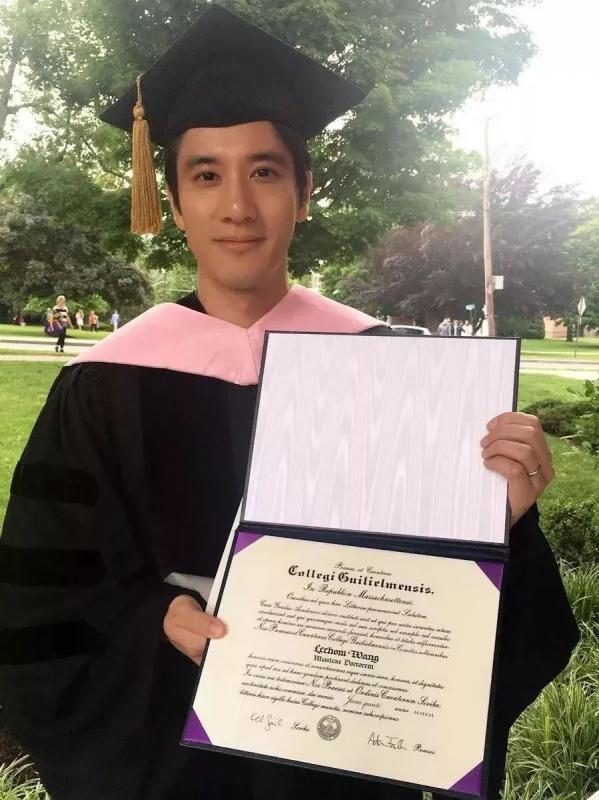 Từng tốt nghiệp tại nhiều trường danh giá ở Mỹ.