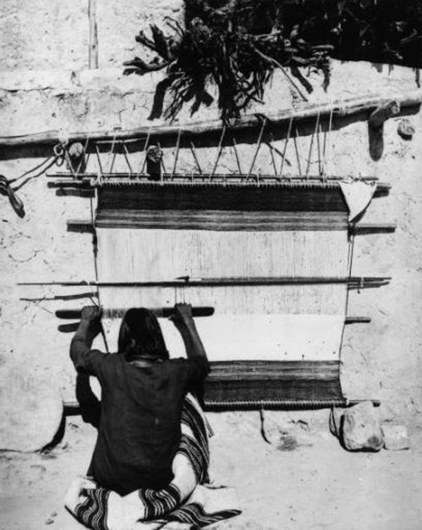 Chiếc chăn được dệt bằng tay theo phương pháp truyền thống