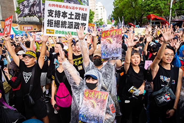 Sự phản kháng không lùi bước trước áp lực to lớn của thế hệ trẻ Hồng Kông đã cảm động người dân thế giới.