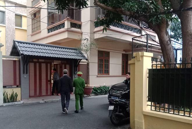 Cơ quan Công an khám xét nhà riêng ông Nguyễn Bắc Son hồi đầu năm 2019. (Ảnh qua thanhnien)