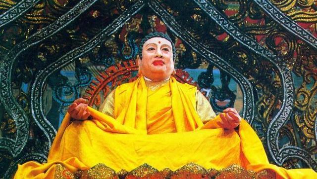 Nhiều người tưởng lầm ông là Phật Tổ thật nên đến xin bái lạy và cầu may...