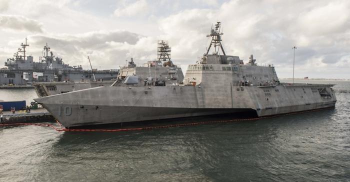 Tàu chiến duyên hải thể độc lập USS Gabrielle Giffords (LCS 10) đóng quân tại Căn cứ Hải quân San Diego, ngày 20/10/2017. (Ảnh qua dkn)