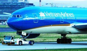 Vietnam Airlines suýt hạ cánh không có bánh sau khi tiếp đất