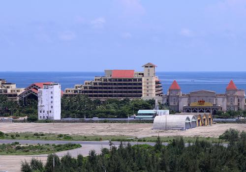 Lô đất 20ha ven sân bay Nước Mặn đã được xây dựng khu Giải trí quốc tế đặc biệt Silver Shoes Hoàng Đạt. (Ảnh qua vnexpress)