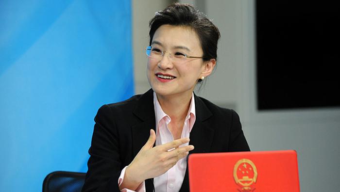 Đổng Thiến - người chủ trì của kênh CCTV, bị buộc tội đã tham gia cưỡng bức các nhà hoạt động nhân quyền.