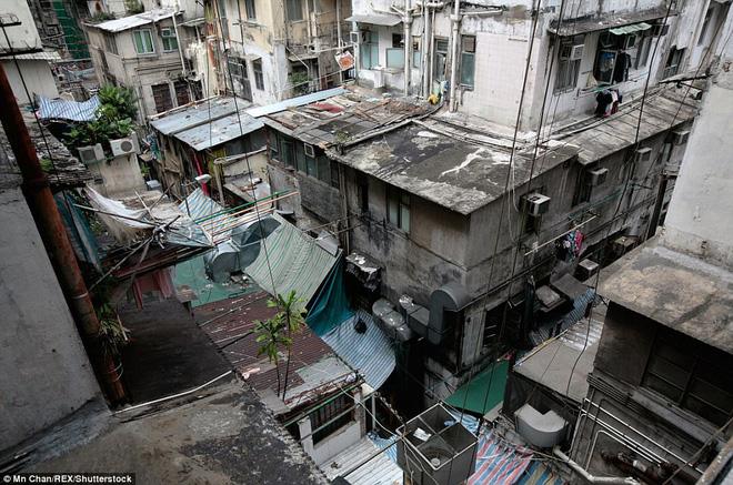 Toàn cảnh khu nhà nghèo dột nát ở Hong Kong.