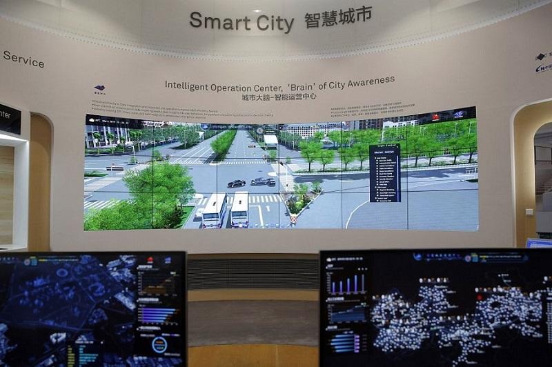 Hệ thống thành phố thông minh của Huawei được trưng bày tại phòng trưng bày ở thành phố Thâm Quyến, tỉnh Quảng Đông của Trung Quốc, ngày 6/3/2019. (Ảnh: AP Photo)