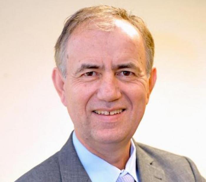 Panos Mourdoukoutas, giáo sư kinh tế tại Đại học Long Island Post ở New York