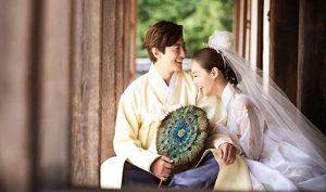 Tình yêu vĩnh hằng vượt qua thời không, trải qua năm tháng càng thêm đong đầy. (Ảnh: Adobe Stock)