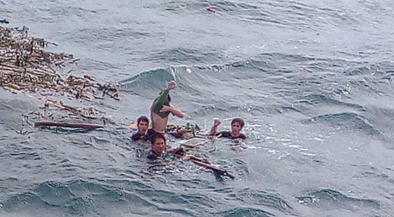 4 ngư dân tại thời điểm được phát hiện. (Ảnh qua thanhnien)