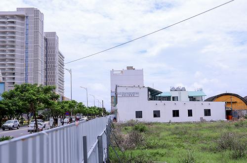Vệt đô thị có người Trung Quốc đồng sở hữu quyền sử dụng đất nằm sát vách với sân bay quân sự Nước Mặn. (Ảnh qua vnexpress)