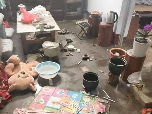 Hiện trường vụ nổ khiến hai bé gái bị bỏng nặng hôm 22/8 khi làm bỏng ngô tại nhà. (Ảnh qua vnexpress)