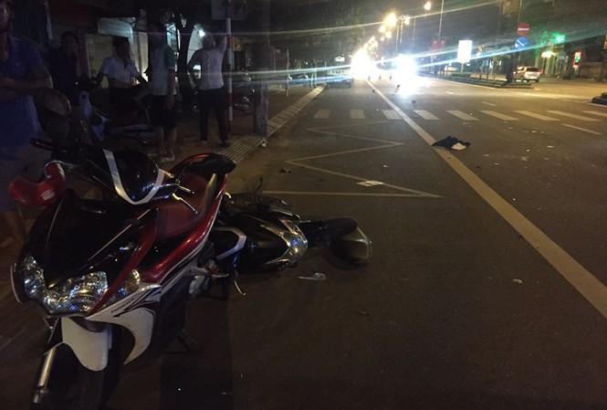 Hiện trường vụ tai nạn khiến hai thanh niên nguy kịch.
