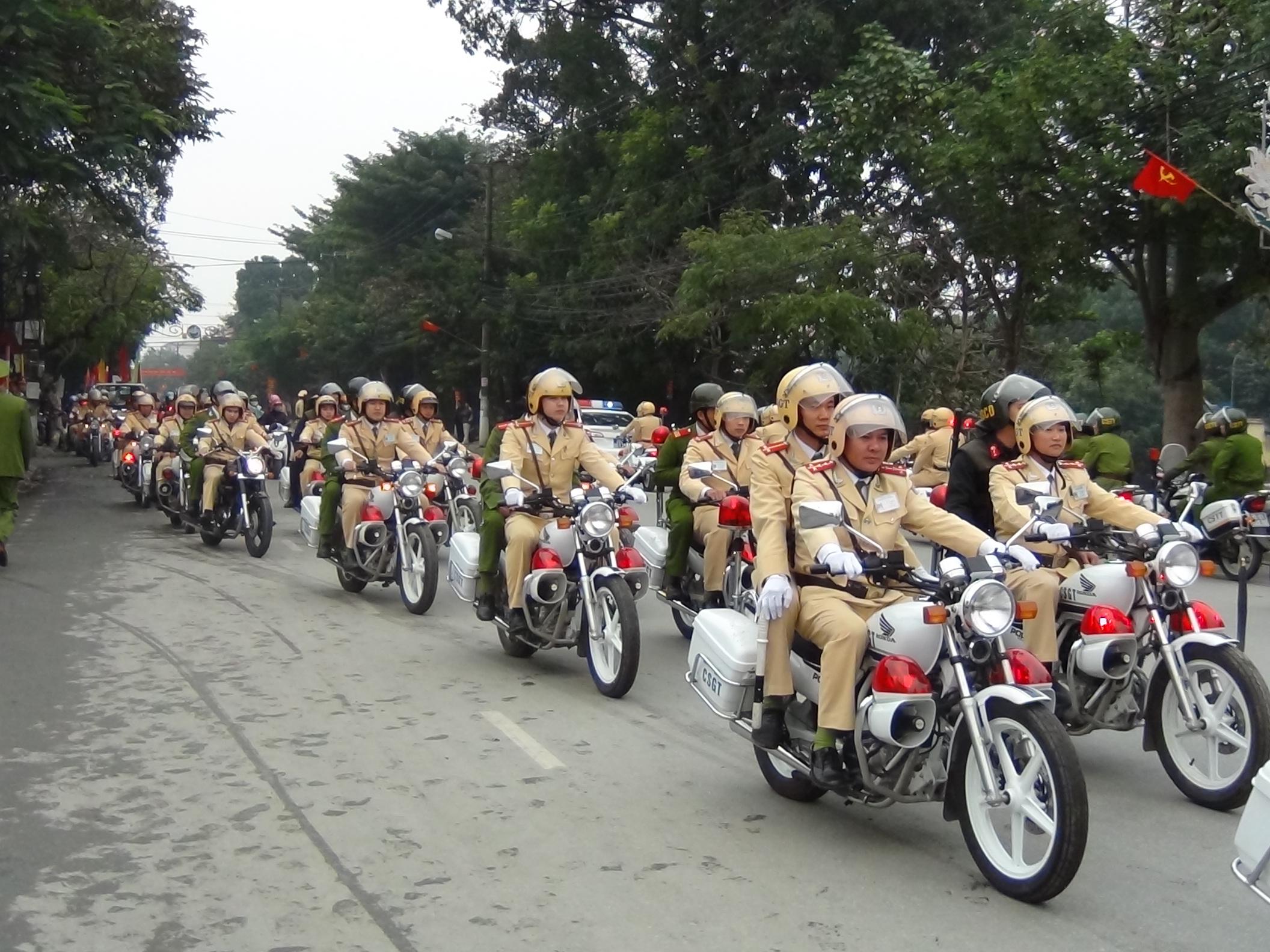 Đoàn xe chuyên dụng của CSGT tỉnh Ninh Bình. (Ảnh qua sogiaothong)