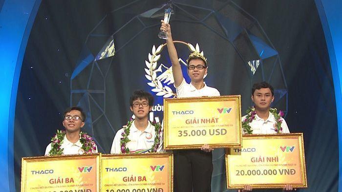 Thế Trung cùng 3 người bạn trong trận chung kết 'Đường lên đỉnh Olympia 2019'.