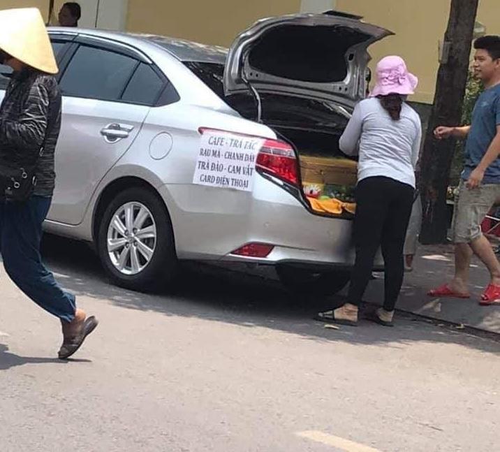 lái ô tô bán trà tắc