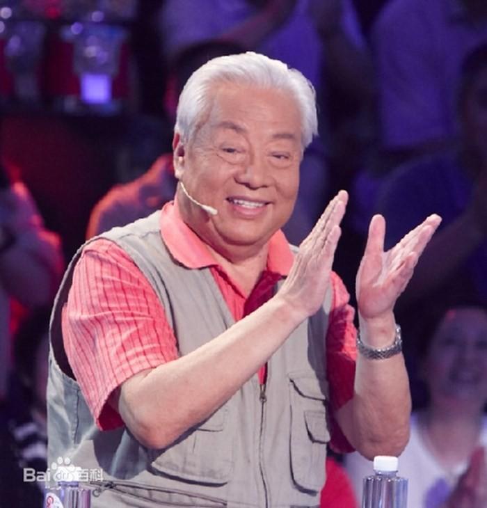 Nam diễn viên xuất hiện trong một show truyền hình vào năm ngoái. Ở tuổi 80 ông vẫn mạnh khỏe, nhanh nhẹn, thích đọc báo và đi làm từ thiện.