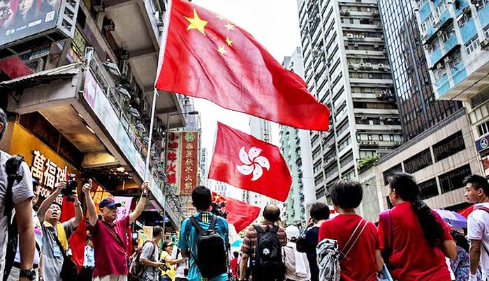 Bắc Kinh đã không giữ lời hứa cho Hồng Kông được sống với chế độ dân chủ trong khoảng thời gian 50 năm, người dân đảo liên tục phải lên tiếng để đòi các quyền cơ bản của con người.