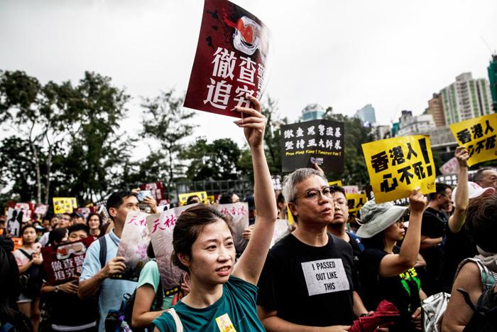 Người biểu tình Hồng Kông quyết không lùi bước, trong cuộc xuống đường hôm Chủ Nhật, 18 Tháng Tám, 2019