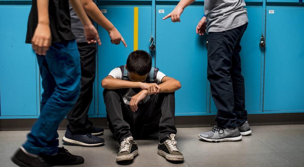Bị bắt nạt vì đeo túi hậu môn nhân tạo, cậu bé 10 tuổi treo cổ tự tử