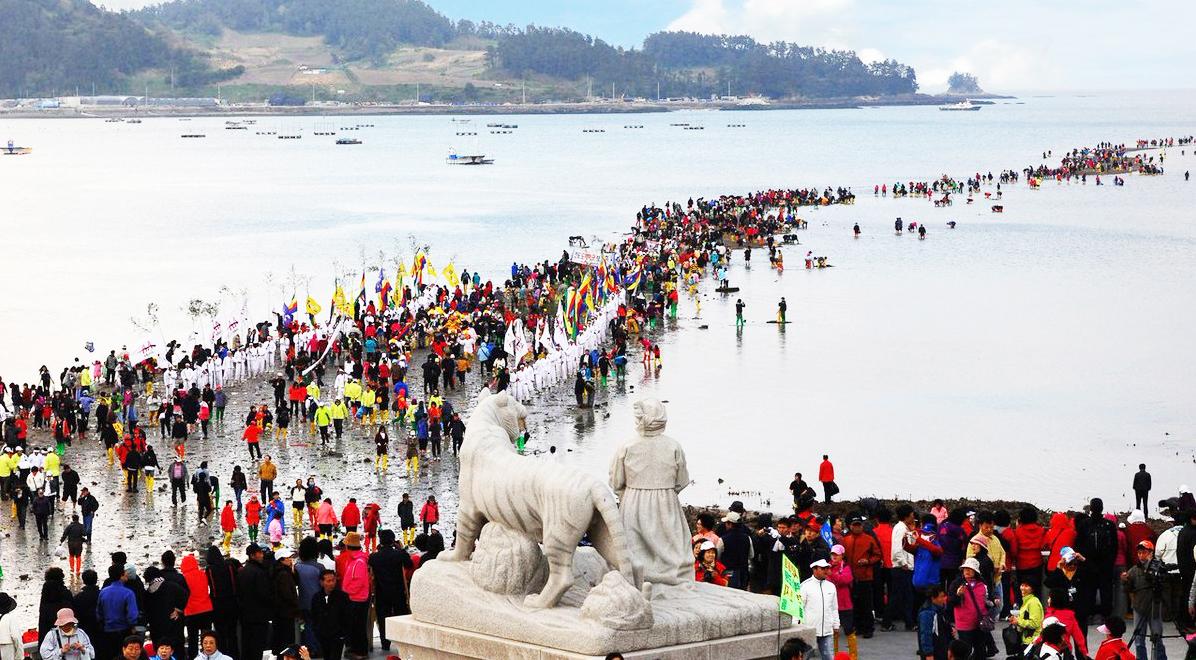 Hàn Quốc: Kỳ bí vùng biển tự tách đôi trong vài ngày rồi tự lắp trở lại