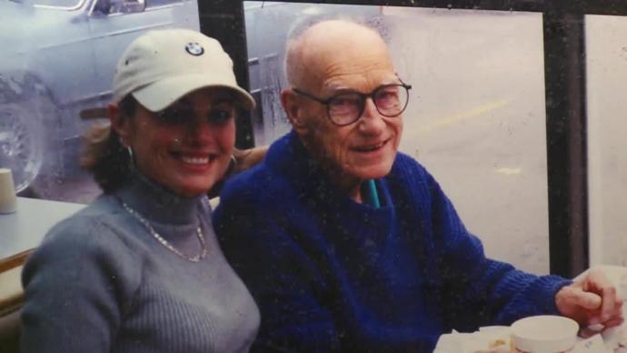 Ông Dale Schroeder, người thợ mộc nghèo nhưng có trái tim nhân hậu. (Ảnh qua WNDU)