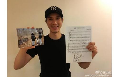 năm 2013 để dành tặng cho Quỹ cứu trợ trẻ em Trung Quốc, anh đã cho đấu giá ca khúc đám cưới mà mình đã viết tặng vợ, sau đó dành toàn bộ số tiền quyên góp ấy cho bọn trẻ.
