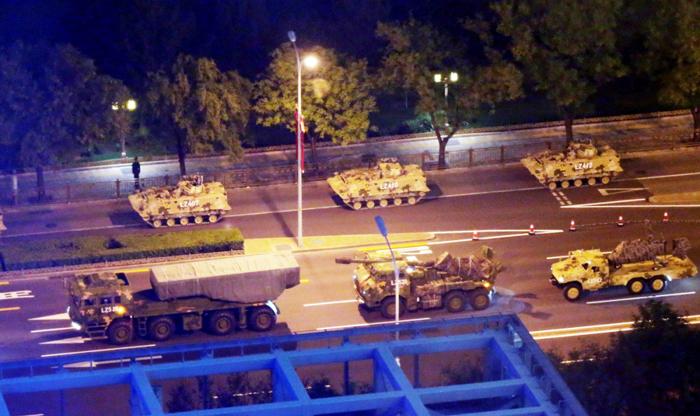 Xe tăng quân sự của Trung Quốc diễn tập chuẩn bị cho Quốc khánh