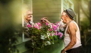 Nữ nhiếp ảnh gia đam mê ghi lại khoảnh khắc ngọt ngào của các cặp vợ chồng già