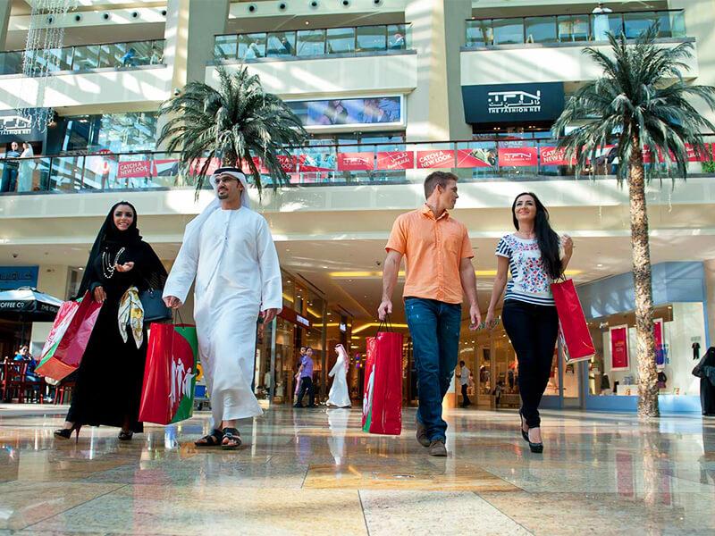 Ở Dubai, nam nữ nếu không phải là vợ chồng, chưa kết hôn thì không được đi chung với nhau