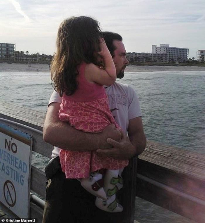 Kristine và chồng mình đều được nhiều người biết đến là những bậc cha mẹ nuôi có kinh nghiệm và vô cùng yêu thương con cái.