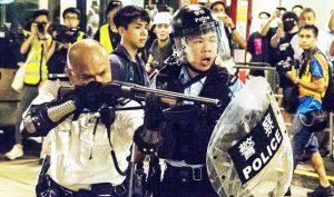 Vợ một cảnh sát Hồng Kông: Cảnh sát đã trở thành lá chắn thay cho chính phủ