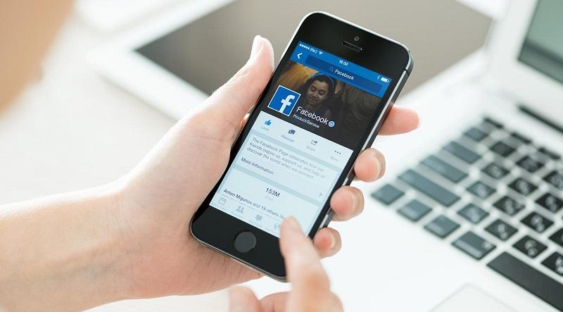 Nghiên cứu cho thấy việc dùng Facebook thường xuyên làm giảm đáng kể sức khỏe thể chất cũng như tinh thần của con người. (Ảnh qua Таратур)