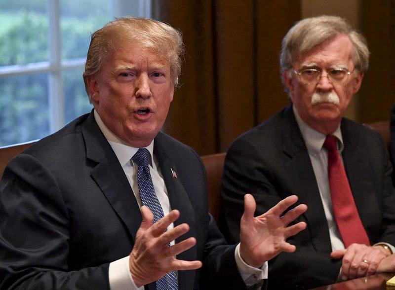 Tổng thống Trump và Cố vấn An ninh Quốc gia John Bolton (Ảnh: Getty)