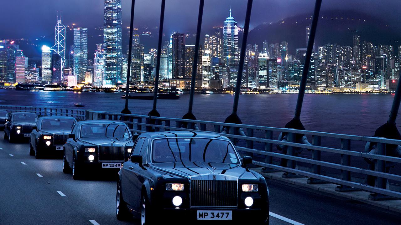 Trái ngược với sự giàu có của Hong Kong là những lao động nghèo.