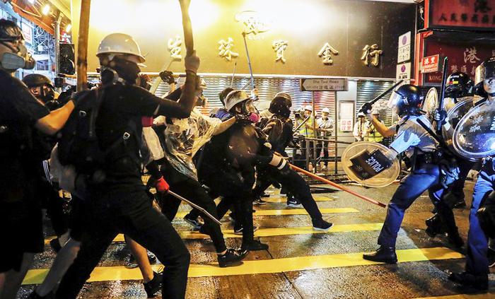 Cảnh sát Hồng Kông đụng độ người biểu tình ngày 25/8