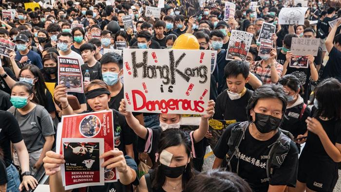 Người biểu tình Hồng Kông tiếp tục xuống đường bất chấp dự luật dẫn độ đã được thu hồi.