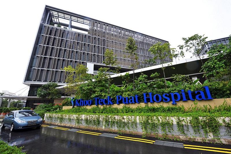 Khu vực phía trước Bệnh viện Khoo Teck Puat ở Singapore. (Ảnh qua The Straits Times)